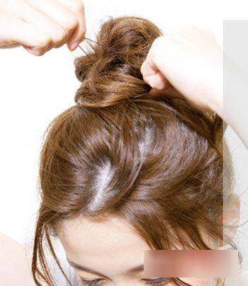 3款夏季中长发发型盘发图解!图片
