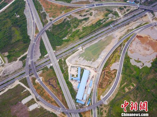 截至2016年底全国经营性公路年通行费收入2737.7亿
