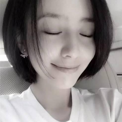 佟丽娅剪短发变假小子,网友:这个发型真的很酷啊