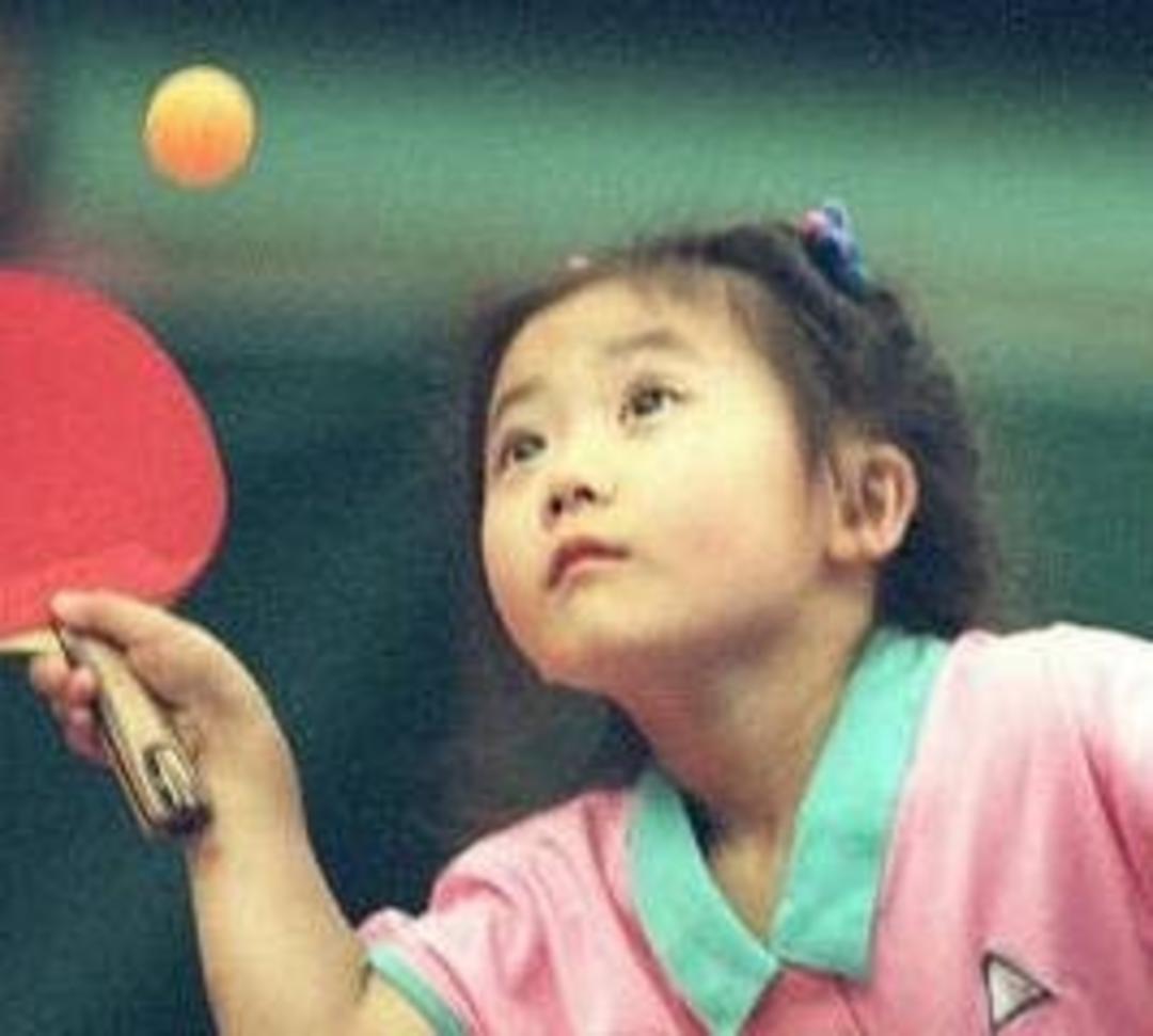 网友纷纷表示祝贺,小时候的福原爱这么可爱这个小女孩将来肯定也很