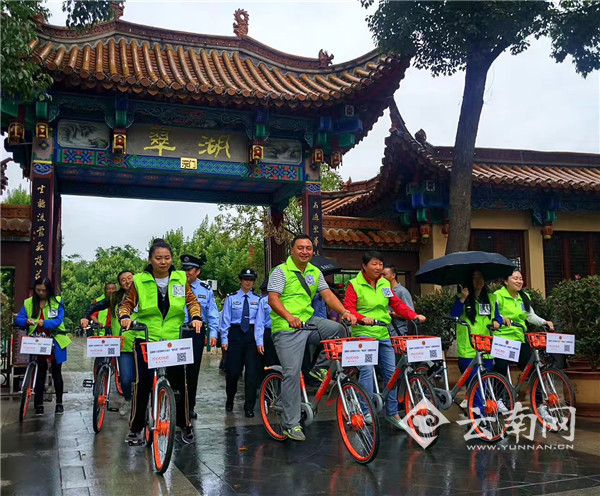 """昆明五华警方在全省率先开通""""反恐宣传微信公众平台"""""""