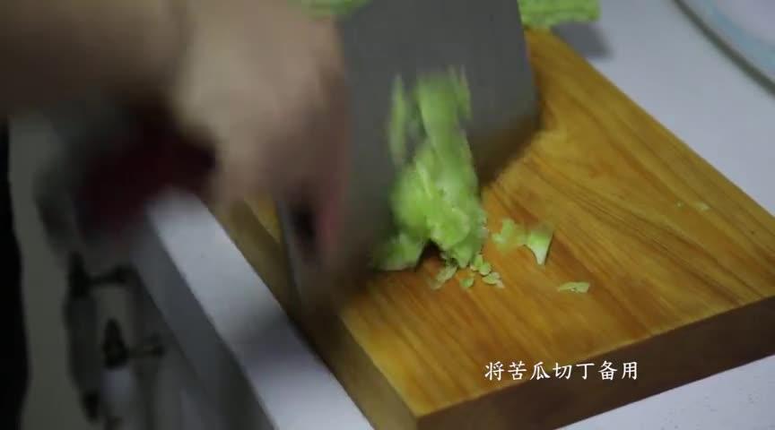 苦瓜因其味苦而清香可口,被人们视为难得的食疗佳蔬,最适合夏天了