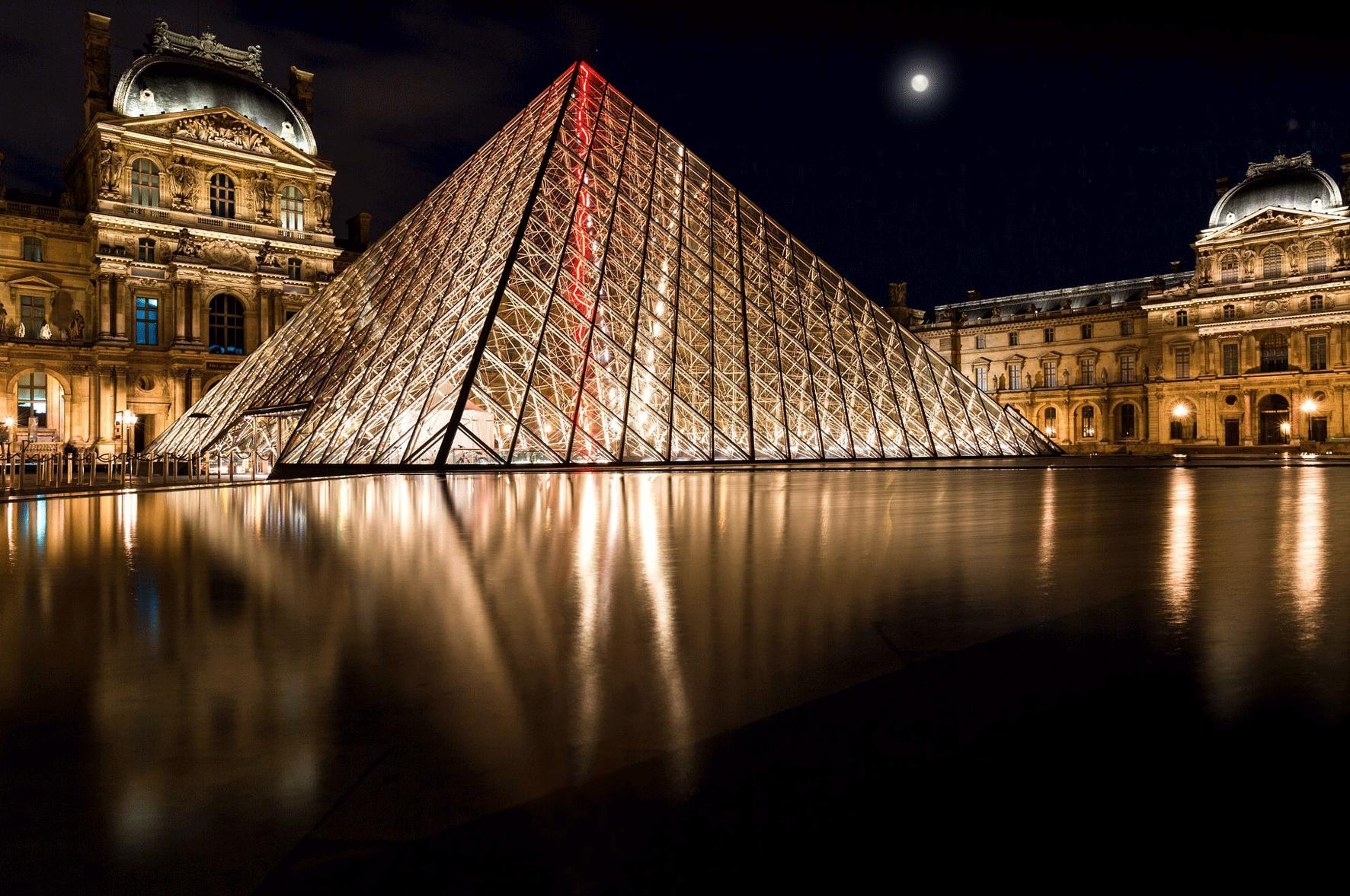 """就在次年,当""""玻璃金字塔""""出现在卢浮宫广场时,曾经妄加指责的参观者们"""
