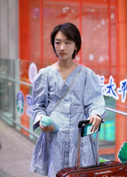 周冬雨没穿蕾丝就删除?网友:论平胸只服她和李内衣情趣11p出门图片