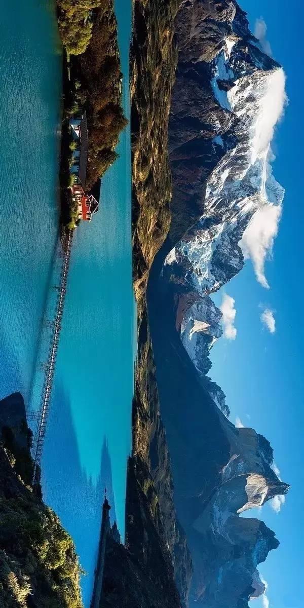 巴塔哥尼亚不仅是著名的风景旅游胜地,也是驼羊,美洲秃鹰,美洲豹等
