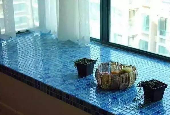 综上所述,个人建议大家飘窗台面选择天然大理石或者复合实木地板,前者