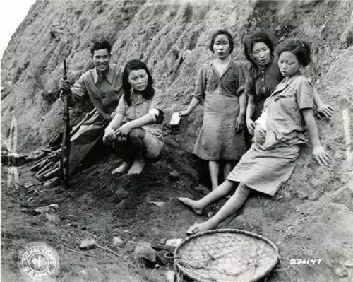 韩国慰安妇影像历经73年首度公开:被解救后接受中国军人询问