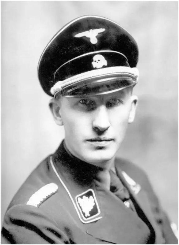 二战中希特勒要求德军军服必须最帅,其背后隐藏了罪恶的阴谋