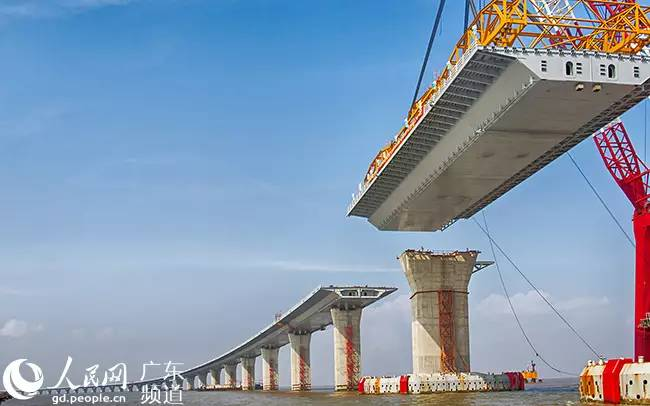 一桥飞架粤港澳 全球最长跨海大桥贯通