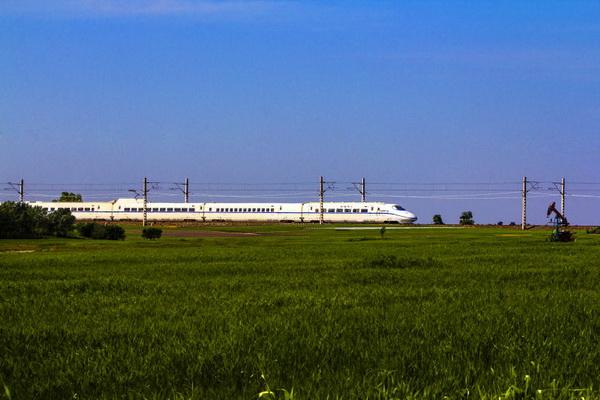 长白乌铁路7月8日开始试运行