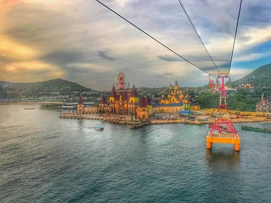 芽庄珍珠岛游乐园最大一亮点就是这个长达3公里的跨海缆车,360度无