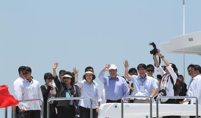"""为稳固""""邦谊"""",蔡英文邀巴拉圭总统坐亿元游艇赴高雄"""