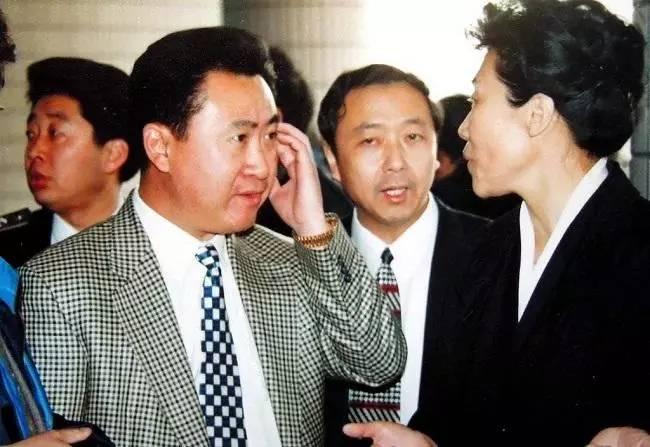 王健林为何怒火中烧?职业元年也靠砸钱夺冠!