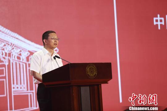 2017年青少年高校科学营全国开营式16日在北京大学举行。北京大学副校长高松寄语学生。