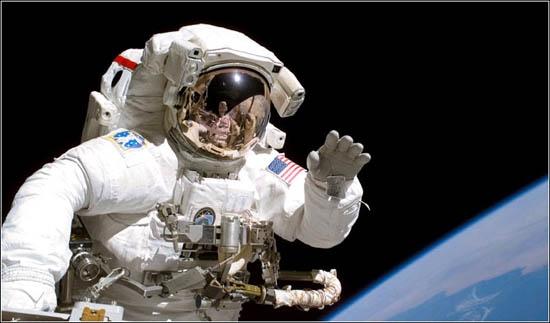 宇航员挣多少钱?原来还分地球工资和太空工资