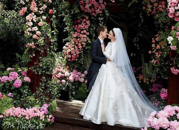 坐拥288亿:最牛照片分享应用创始人迎娶超模女友