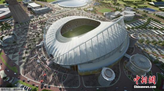 这张于11月24日从卡塔尔2022年世界杯最高委员会(赛事组织方)获得的电脑绘制效果图展示了翻新后的卡塔尔世界杯赛场之一�D�D哈利法国际体育场。
