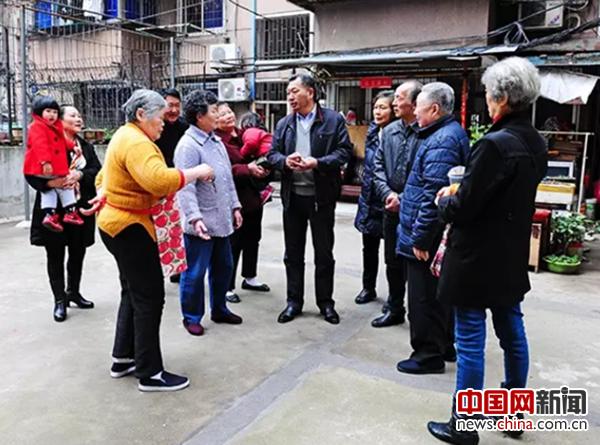 【迎接十九大共产党员】李宗林:耐心倾听群众诉求