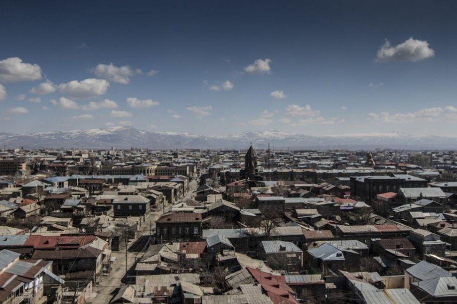 伤疤还在:久姆里地震后的漫漫重建之路