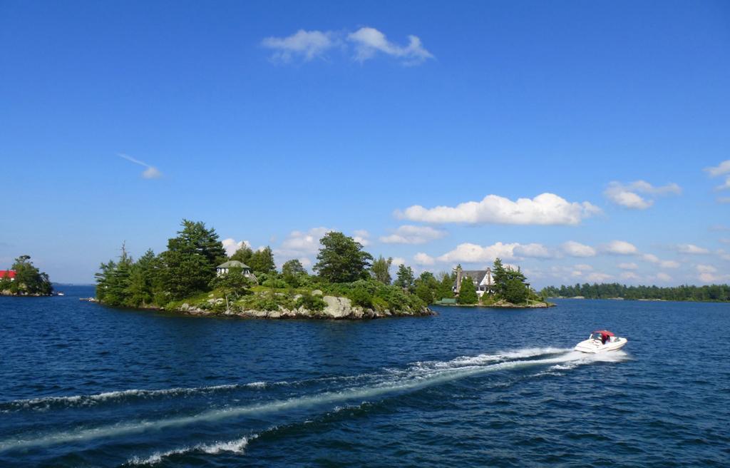 这才是岛屿度假的极致,跟我坐船游览美加边境的千岛湖