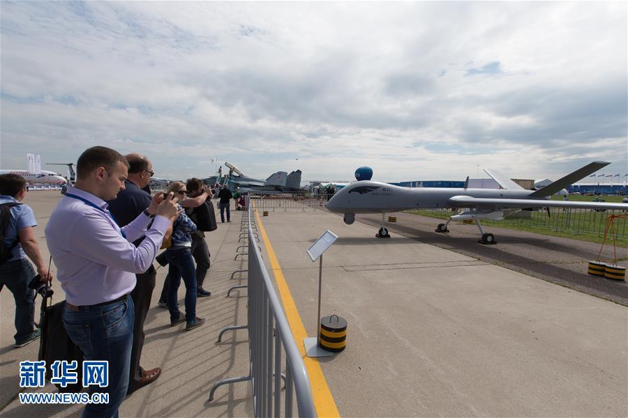 第13届莫斯科国际航空航天展览会开幕