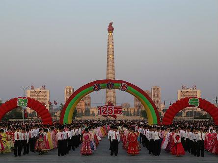 """法媒称朝鲜推出""""主题游""""吸引外国游客:可以冲浪或种水稻"""