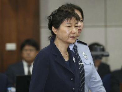 朴槿惠政府时期军工腐败案遭查 因直升机下雨天漏水曝光