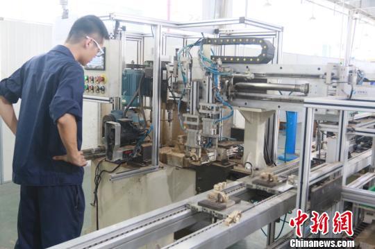 宁巍机械科技有限公司先进的生产线 诸暨宣传部提供 摄