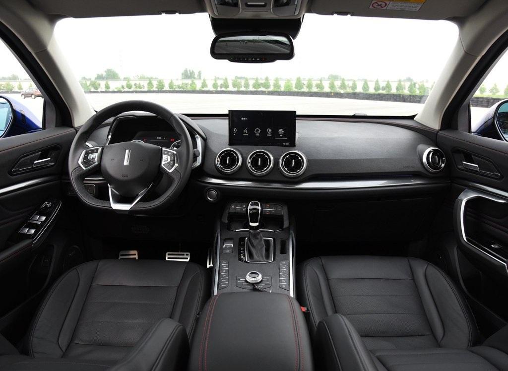 长城汽车 WEY VV5看上去很美、特别美。颜值做工用料都超出同级别合资车,已经向宝马等豪华合资车看齐。据说WEY的安全性还对标沃尔沃,如果动力匹配和底盘调校能有一般以上水准,那么VV5就非常值得期待了。国产车的进步,真的让人欣喜,加油吧。