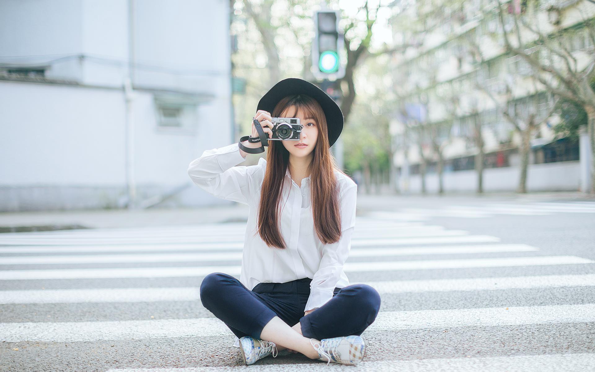 文艺美女街拍写真图片