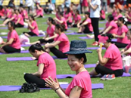 """西媒看中国产妇""""坐月子"""":有些习惯已经过时应当摈弃"""