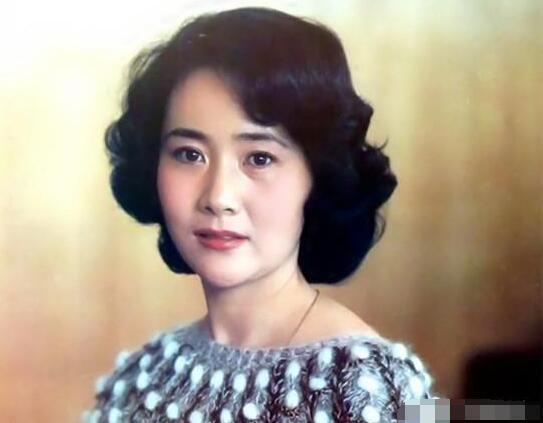 她16岁自杀被救,曾和刘晓庆主持春晚,71岁还演戏