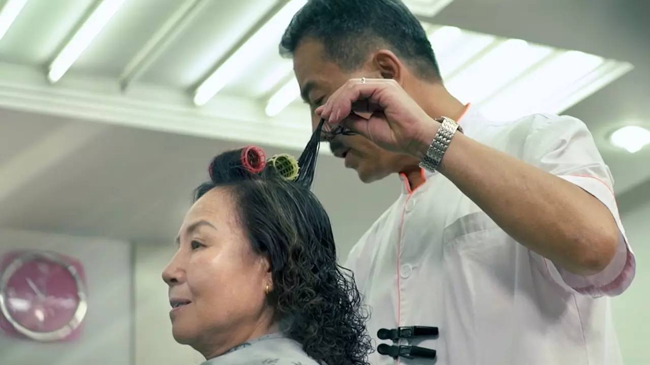 大街小巷都是 在北京,那时的风向标就是四联美发 所有的新潮发型 都是图片
