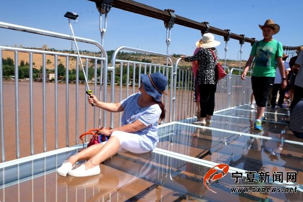 国内首座黄河3d玻璃桥亮相沙坡头景区