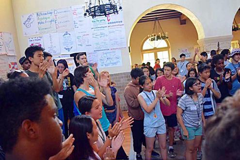 初三毕业生体验美国夏令营:手机要上交,英语
