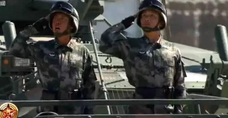 日网友首次看中国阅兵 直接说这话