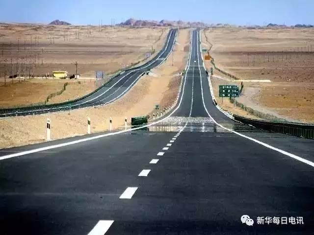 有人说,京新高速沿途风光堪比美国的66号公路.