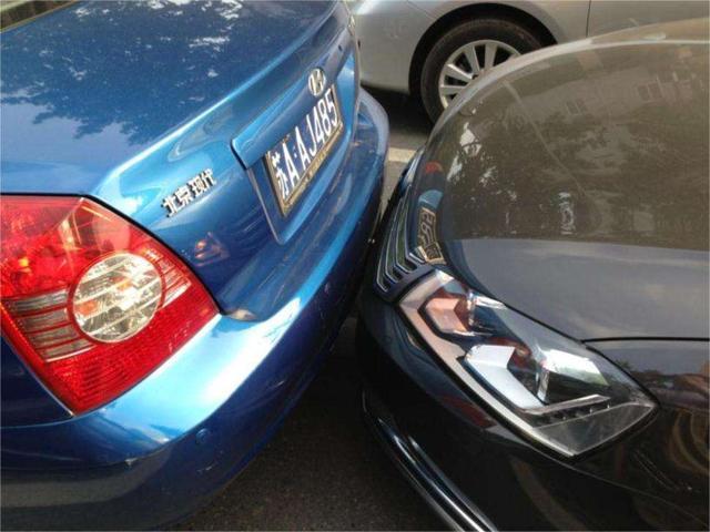 如何判断车头与前车距离?车尾与后车距离?