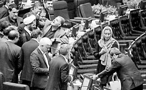 """伊朗议员争相与欧盟""""女外长""""合影 伊媒:耻辱!"""