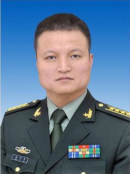 国防部新闻发言人杨宇军大校退役:对家庭亏欠太多