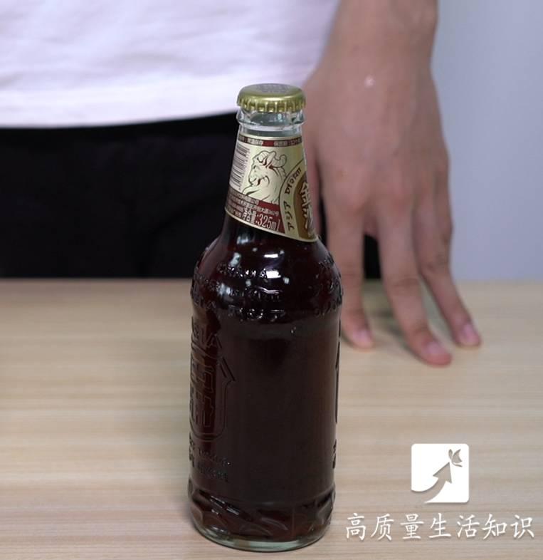开啤酒瓶最快的方法,不用开瓶器,一秒钟搞定