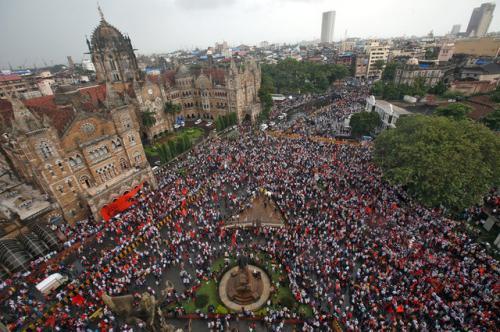 印度民众集会抗议。(图片来源:路透社)