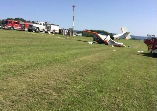 美国一自制小型飞机坠毁 60岁飞行员身受重伤