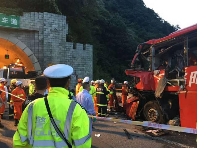 昨晚陕西一大客车碰撞隧道口,造成36人死亡!其中2名儿童!