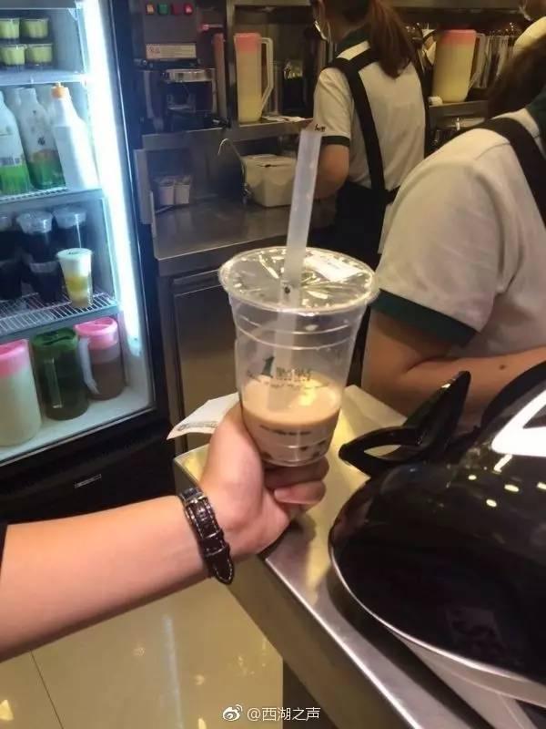 """""""一点点""""奶茶里喝出苍蝇?店长回应:确有人来投诉,还不能确认是店方责任"""