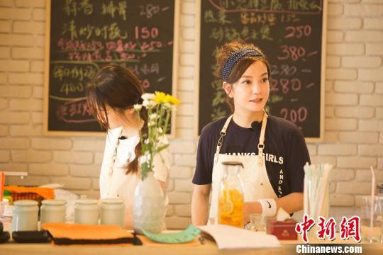赵薇因《中餐厅》变勤劳。