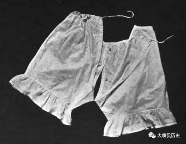 裙底女人史:西方内裤何时开始穿情趣的?套装水手风光透明图片
