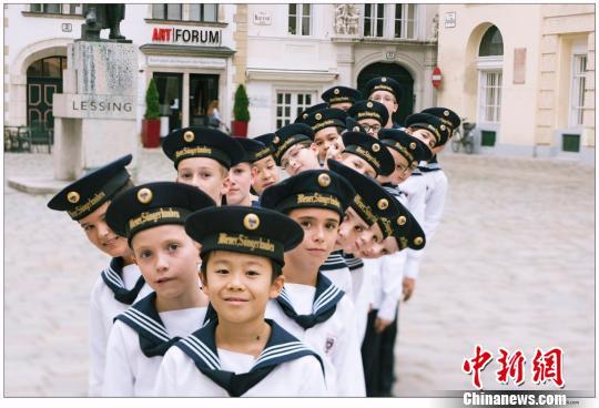 图为维也纳童声合唱剧照。 甘肃大剧院 摄