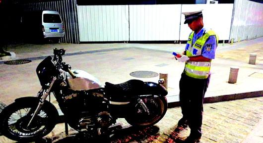 青岛:无证驾驭大功率摩托车 18岁小伙飙车闯关