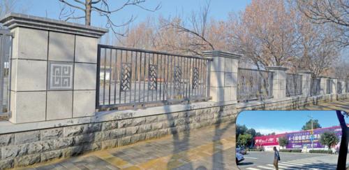 舜耕路一路段的外墙,围挡广告拆除后变得清爽了(小图为围挡广告拆除前)。